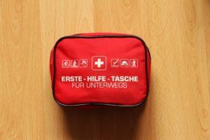 Erste Hilfe Pack Ausrüstung für Merhtageswanderungen